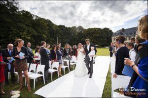 ceremonie laique arrivée des maries château de changy
