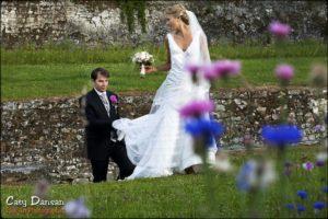 photo de couple dans les fleurs