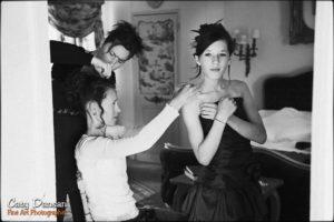 photo jeunes filles en préparation mariage