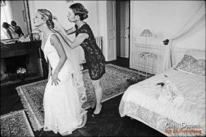 photo préparation voile robe mariée